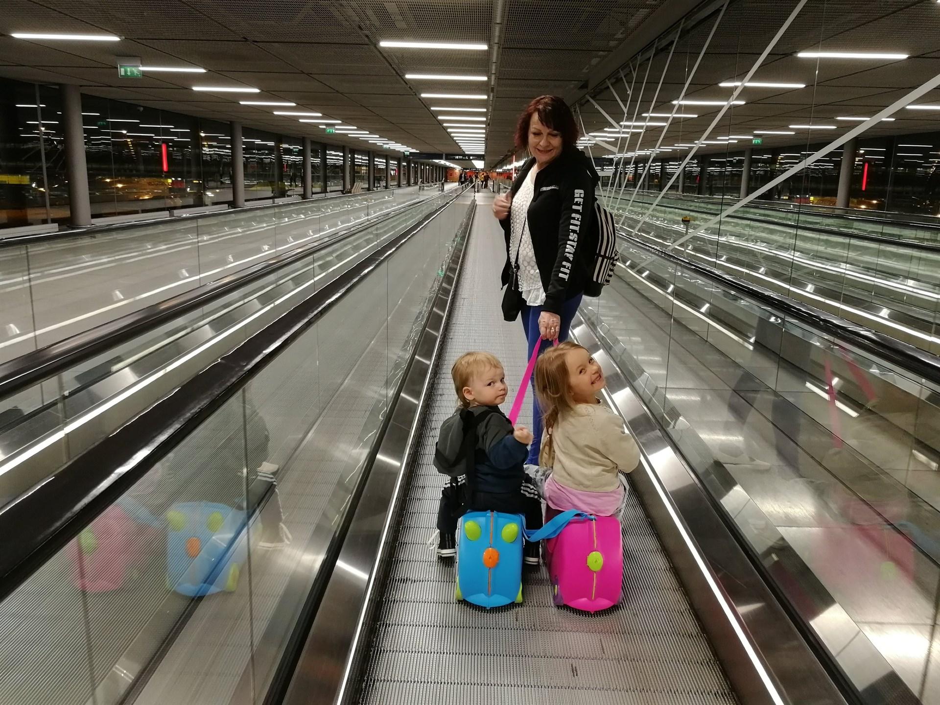 Päällä istuttava matkalaukku