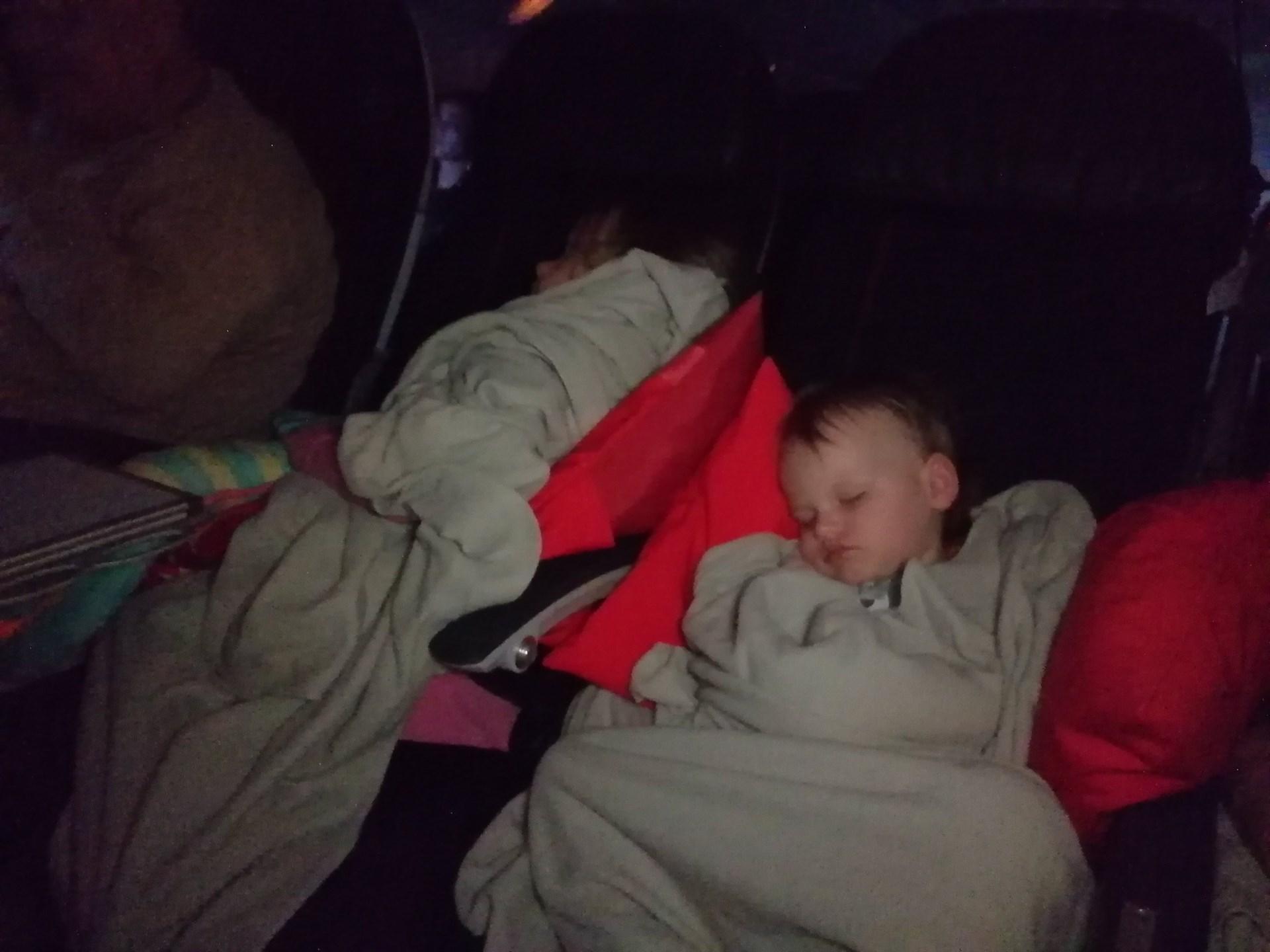 nukkuminen lentokoneessa
