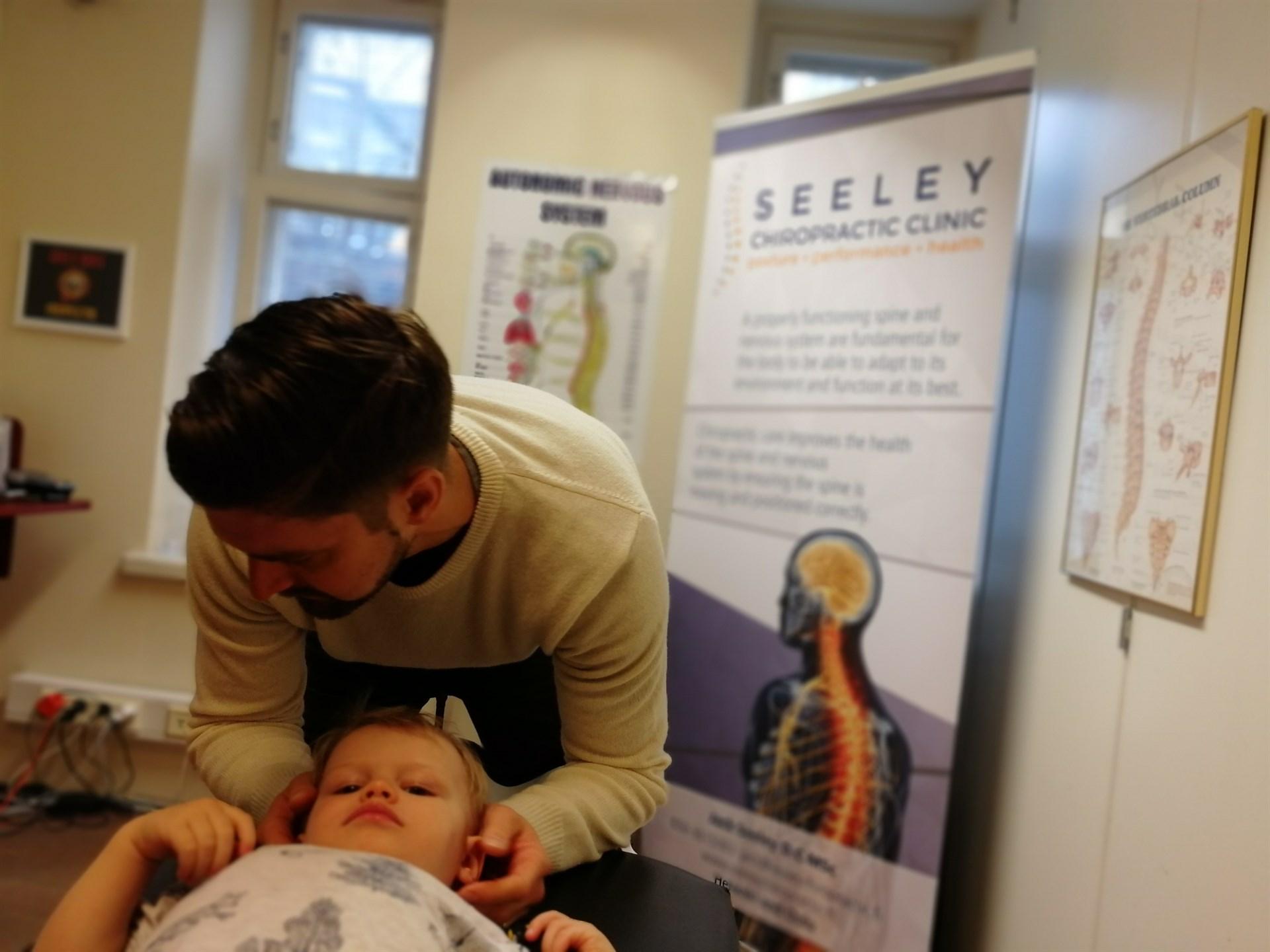 jack seeley kiropraktikko yökastelu