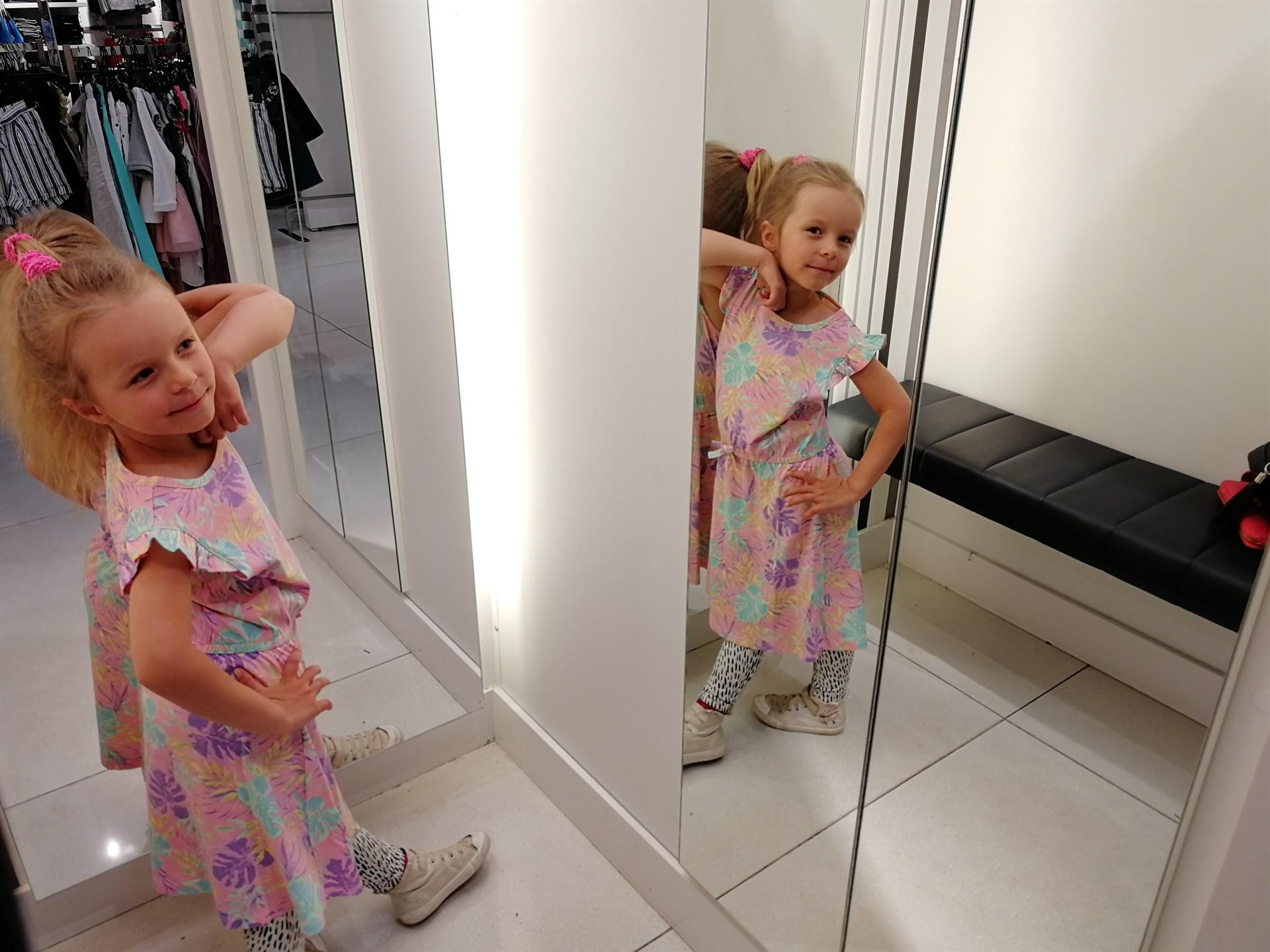 tyttöjen mekko