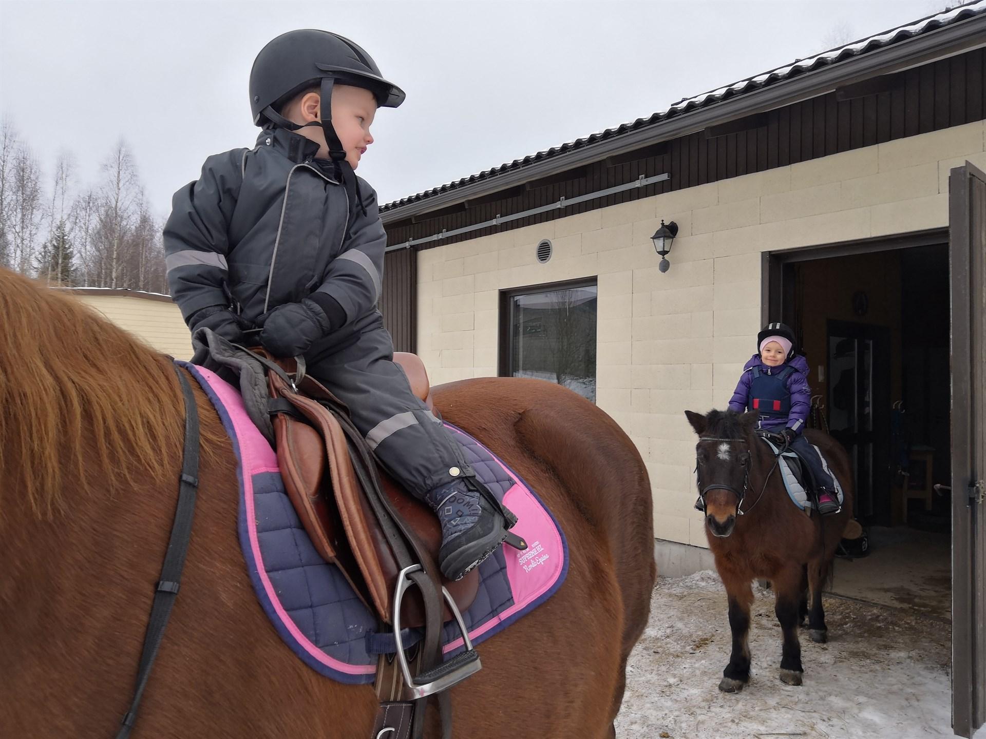 Mila ja Mio ratsastaa - unelma